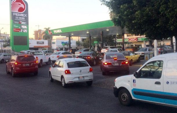 Acaparan la poca gasolina disponible